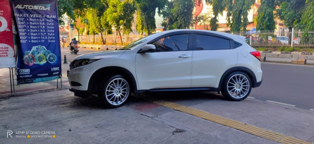 Tampilan New Honda hrv dengan Velg Hsr Moudus 19 inchi