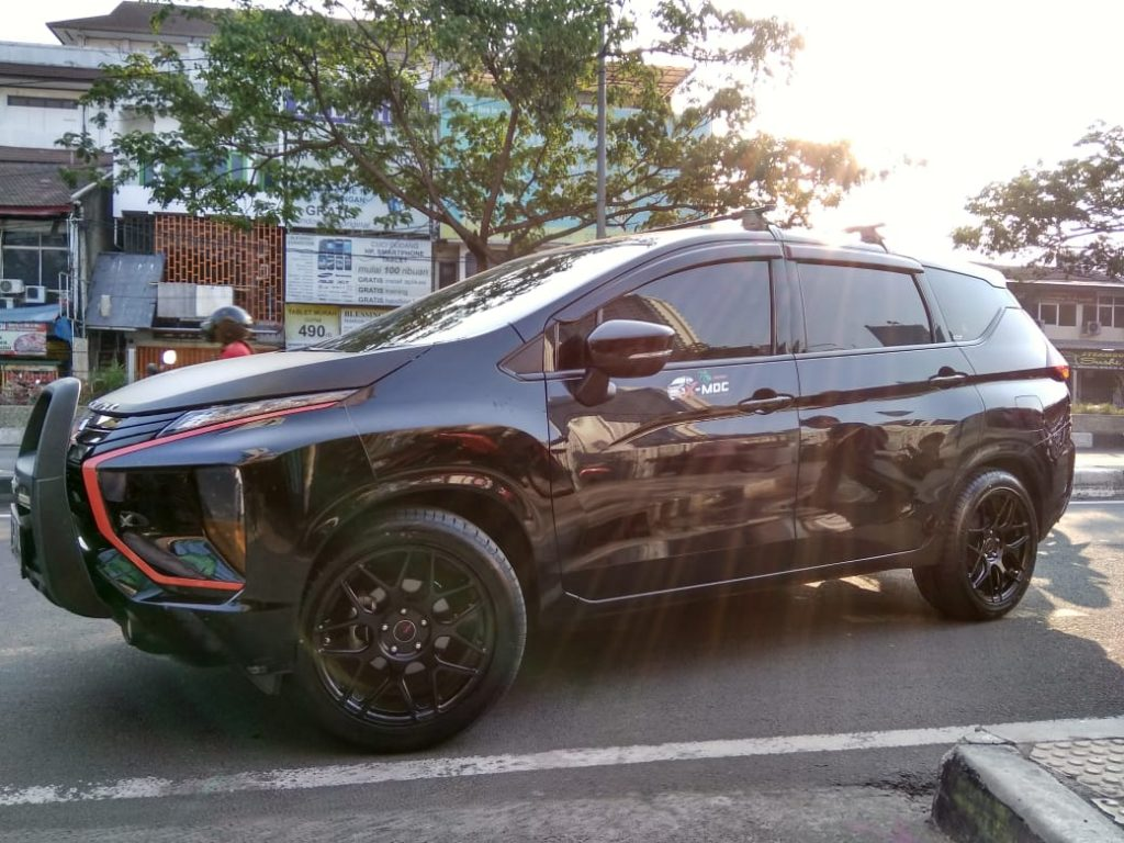 Mobil Xpander Gahar Ring 18 HSR P40 Toko Velg Bekasi