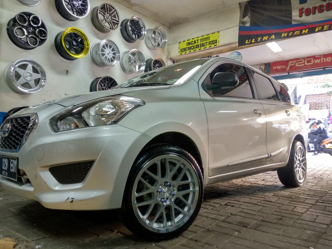Datsun Go Modifikasi Velg Ring 17 HSR