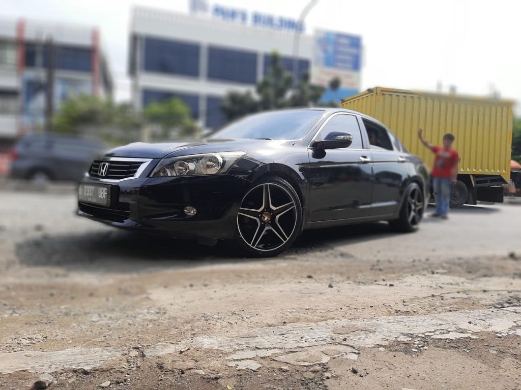 Honda Accord Modifikasi Velg Ring 19 Tampil Elegan