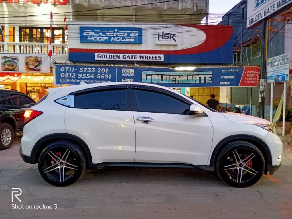 Honda-Hrv-Modifikasi-Velg-Hsr-R18-Palembang