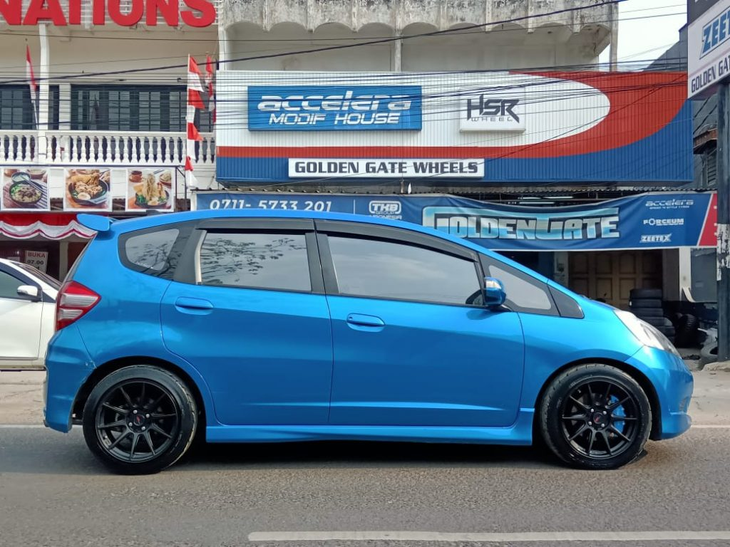 Honda-Jazz-Modifikasi-Velg-R16