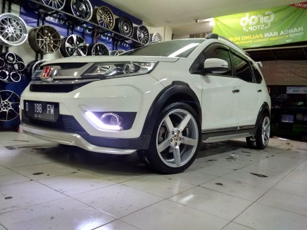 Modifikasi Mobil Brv memakai Velg Ne3 Ring 18 Ready stock !!