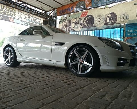 Modifikasi Mercy SLK250 dengan Velg HSR Funf AM5359 R18