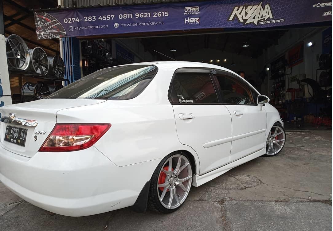 Honda City modif velg HSR Ring 17 di toko kayanamotorsport Jogja