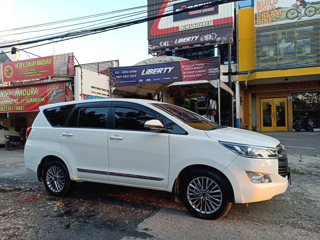 Toyota Innova Reborn Modif Velg HSR Ring 17 di toko Liberty Wheel Surabaya