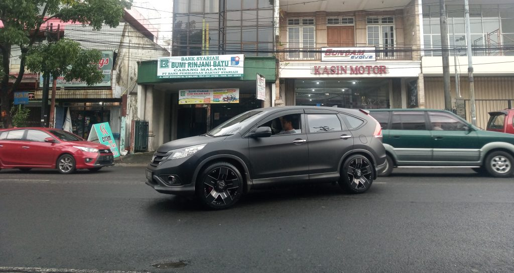Modifikasi Sangar Honda CRV Pakai Velg Ring 20