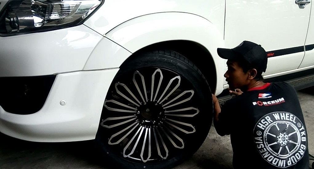 Ganti Velg Mobil Standar Dengan Velg HSR Wheel