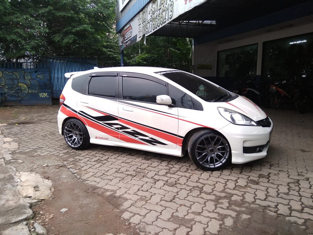 Modifikasi Honda Jazz With Hsr Oster