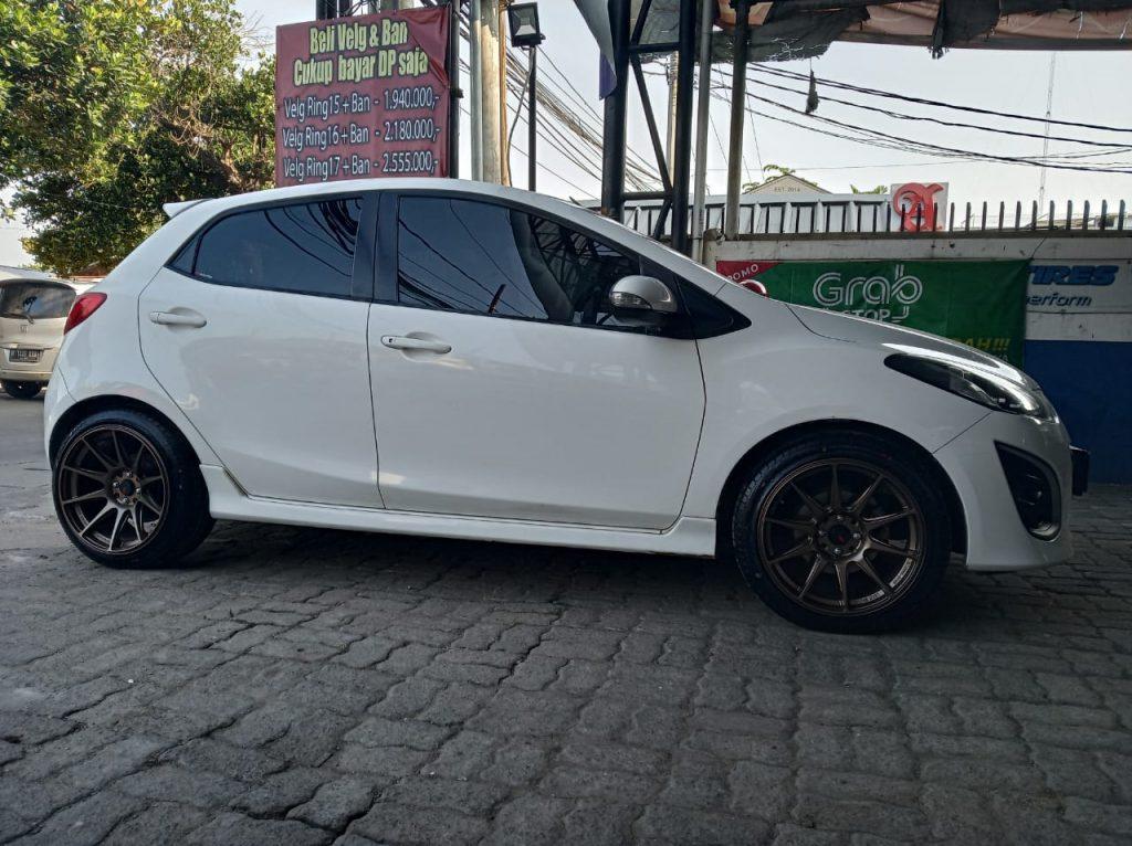 Mazda 2 Pakai Velg mobil Racing HSR Type SHINJUKU R17 - SMBRZ Di Bekasi