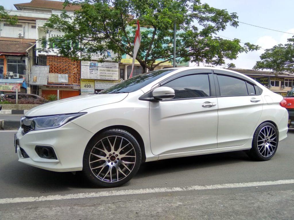 Modifikasi mobil Honda city dengan velg hsr R18
