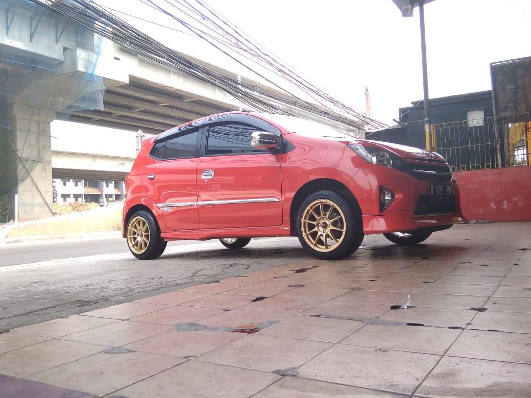 Tampilan Keren Toyota Agya Menggunakan Velg Pool L1869 Hsr R15 Streetrace