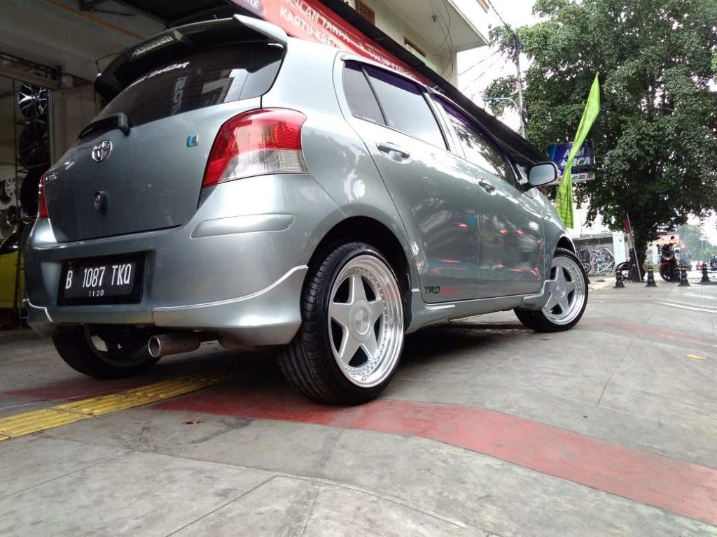 Modifiaksi Mobil Toyota Yaris dengan Velg HSR PERUGIA R17