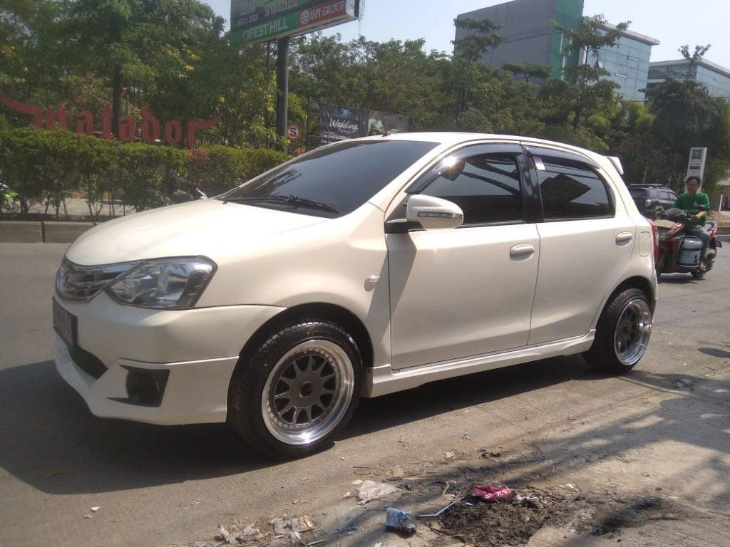 Modifikasi Mobil etios dengan Velg ikimasu R16