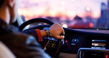 Apa yang Harus Dilakukan Ketika Pecah Ban Mobil di Jalan