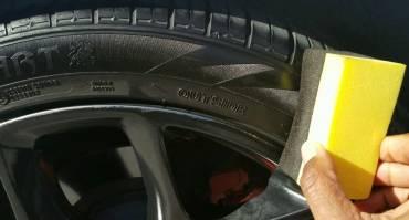 Ketahui Bahaya Pakai Semir Ban Mobil