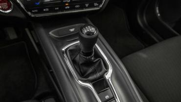 Ketahui Penyebab Persneling Mobil Manual Susah Masuk