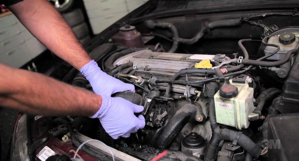 cek selalu kondisi karburator dan pengapiannya agar emisi gas buang terjaga