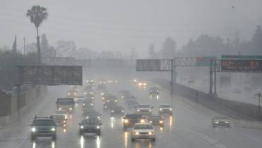 Apakah Air Hujan Berbahaya untuk Mobil?