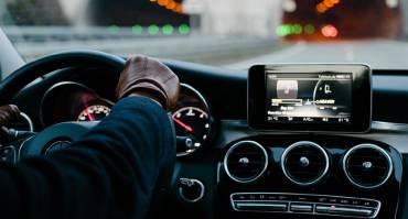 Beginilah Cara Menyetir Mobil Agar Irit BBM