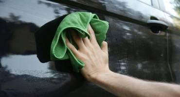Inilah Pentingnya Mengelap Mobil Setelah Hujan