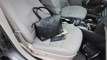 Berbahaya, Jangan Meninggalkan 5 Barang Ini dalam Mobil!