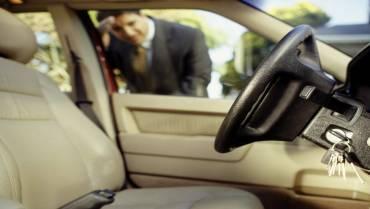 Kunci Mobil Tertinggal di Dalam Mobil, Lakukan 5 Cara Praktis Ini!