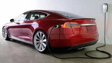 Apa Saja Perbedaan Mobil Hybrid dan Mobil Elektrik?