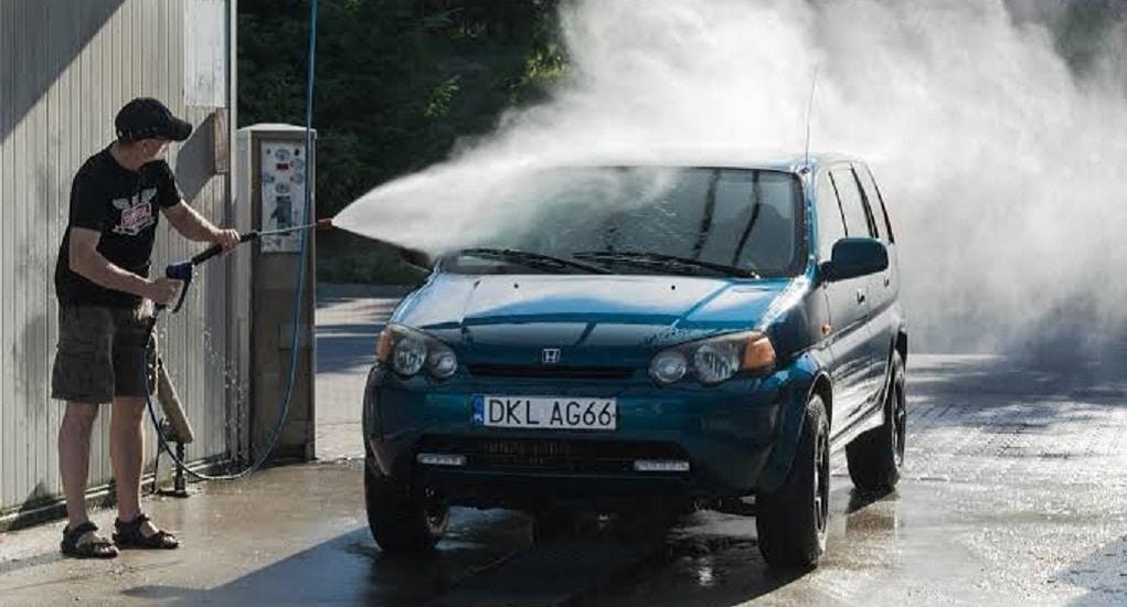 Kesalahan Dalam Mencuci Mobil yang Membuat Cat Mobil Jadi Rusak