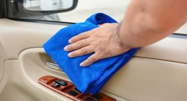 Cara Membersihkan Doortrim Mobil yang Tepat Sesuai dengan Materialnya