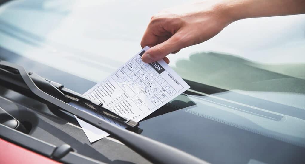Solusi Agar Tidak Perlu Mengangkat wiper Mobil Saat Parkir