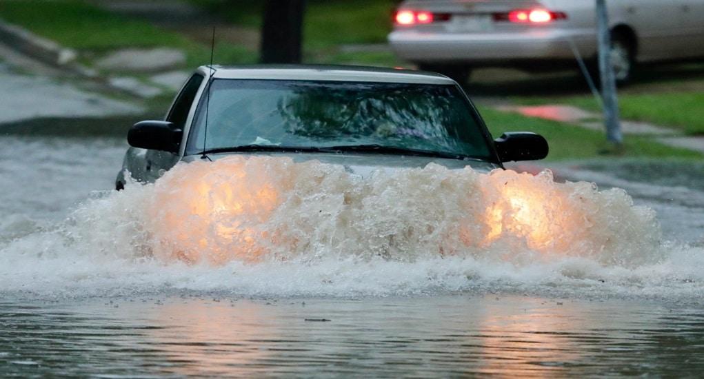 Mengendarai Mobil Saat Banjir, Inilah 4 Hal Penting yang Perlu Kamu Ketahui!