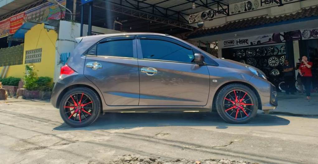 Honda brio Semarang Keren Pakai Velg Nemo Hsr R16