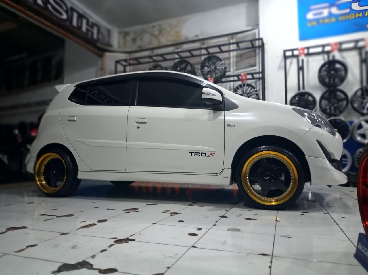 Modifikasi Toyota Agya Pakai Velg Hsr Vs H1929 Ring 17 Xtreme Wheels